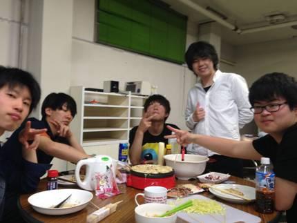 何もない日曜日など、ご飯が出ない日にはたまに集まってみんなで 楽しく作ったり食べに行ったりしています(*^▽^*)