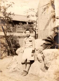 この写真は1930年代初頭のものと思われます。同じ碑です。
